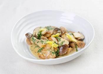 Цыпленок 'херес' с белыми грибами