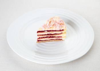 Торт с сырным муссом и конфитюром из земляники и малины