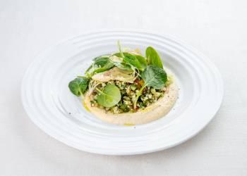 Табуле из цветной капусты с артишоками и шпинатом