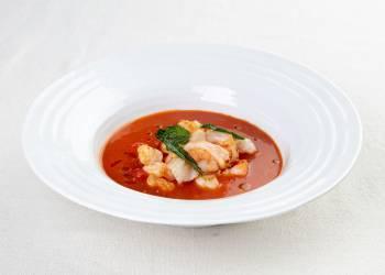 Легкий томатный суп с креветками
