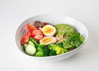 'Bowl' с киноа и овощами