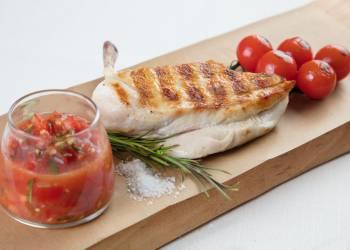 Куриная грудка с томатной сальсой