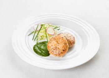 Рыбные котлетки с соусом из рукколы (2 шт.)