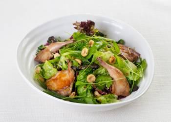 Салат с перепелкой и черносливом