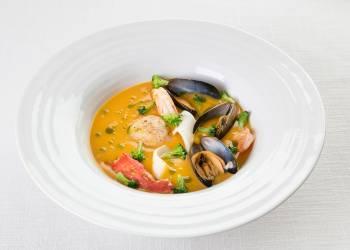 Крем-суп из тыквы с морепродуктами и крабом