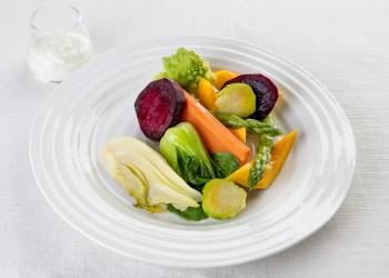 Овощи на пару с йогуртовым соусом
