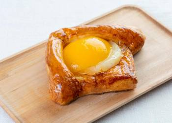 Danish pastry with peach and pineapple (1 pc.)