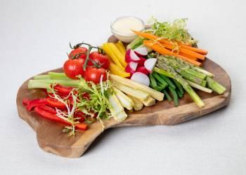 Овощное крудите с сырным соусом (на 2 персоны)