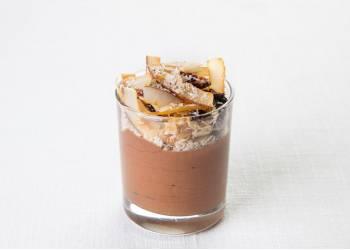 Шоколадный мусс с кокосовой гранолой