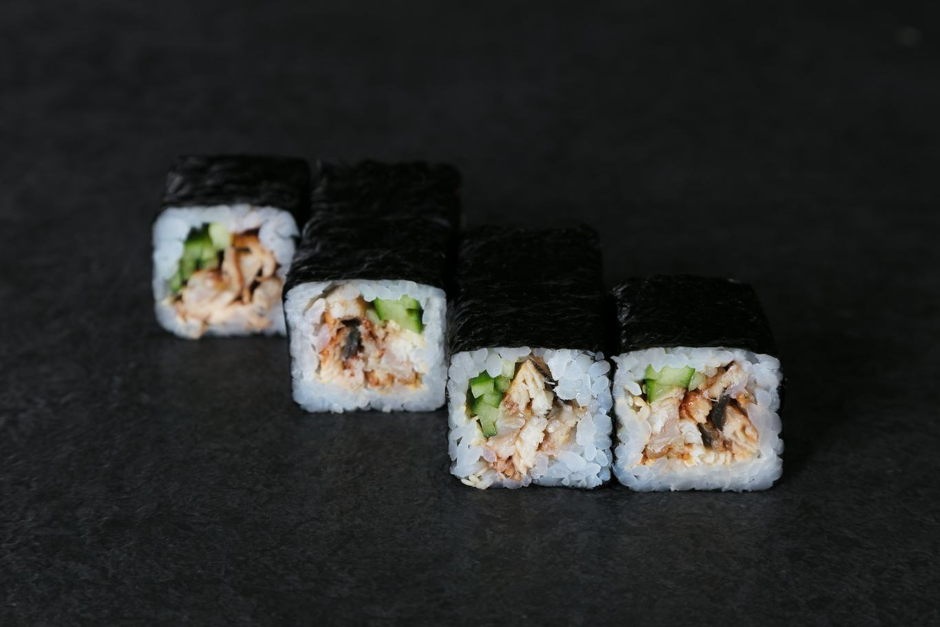 Roll with eel and cucumber (6 pcs)