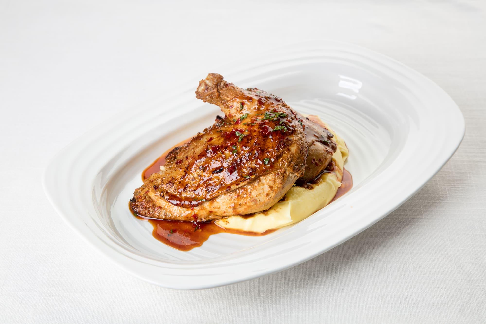 Цыпленок в аджике с картофельным пюре