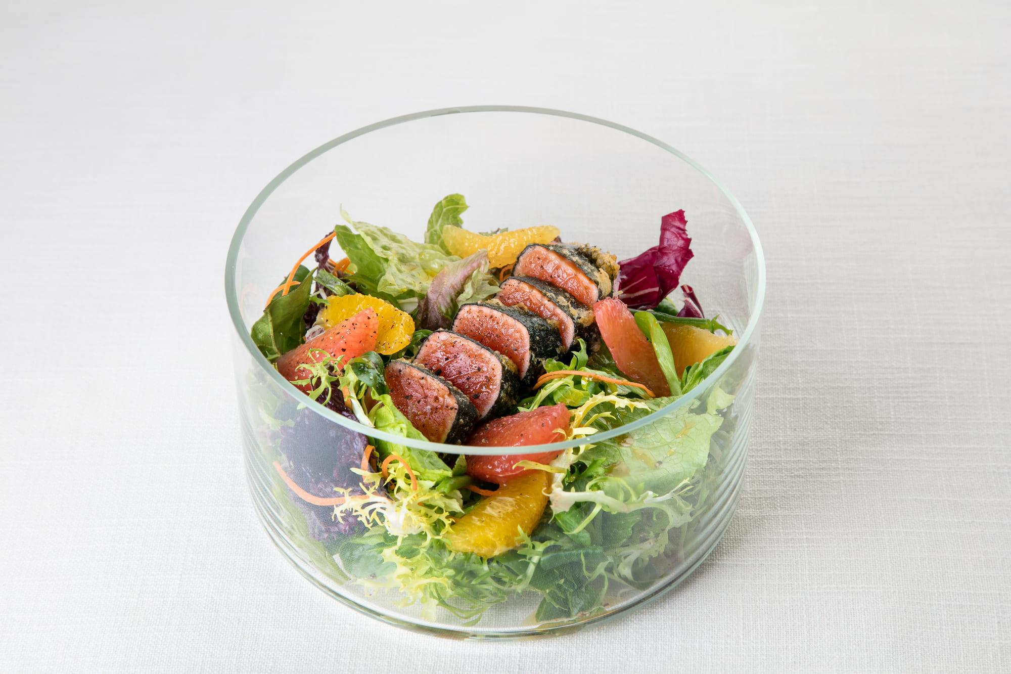 Салат 'Галерея' с лососем